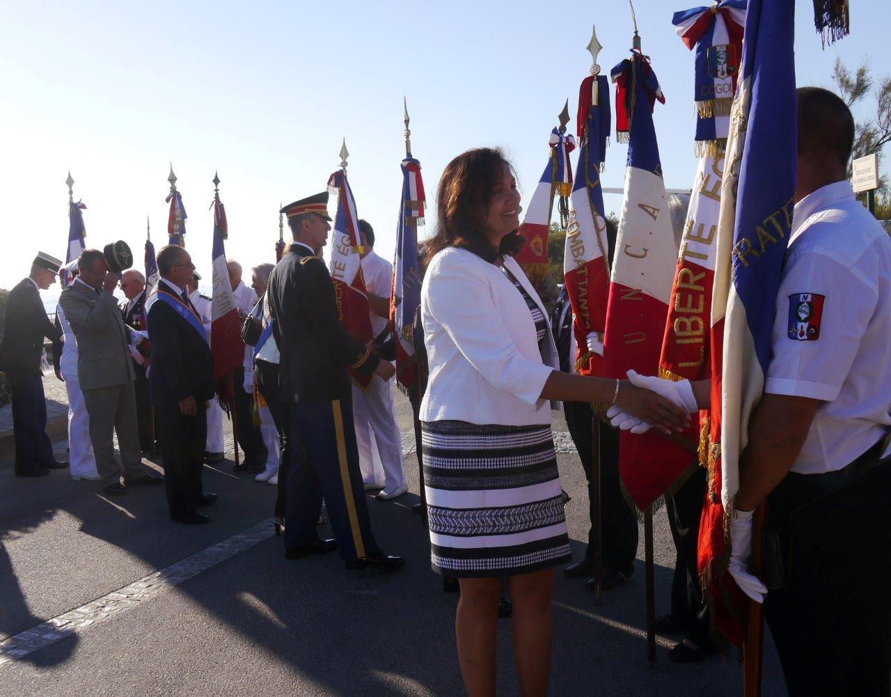 P1620301adjointe ambassae Uzra Zeya et attaché bureau défense Usa colonel Chapman
